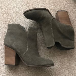 Neutral Ankle boots